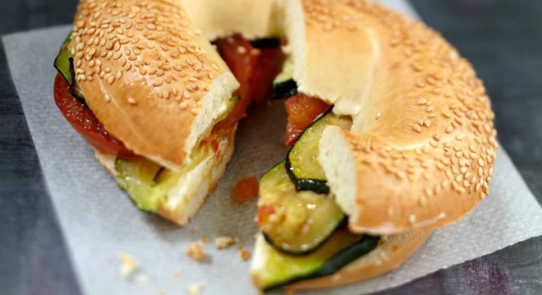Bagel végétarien à la crème d'amandes