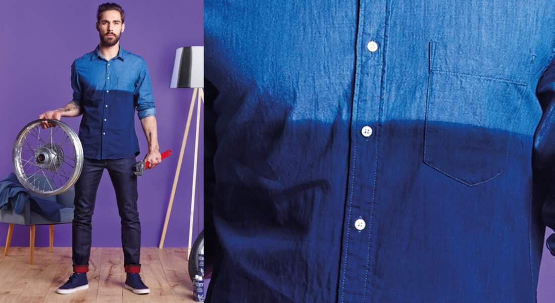 Une chemise en jean bicolore en teinture