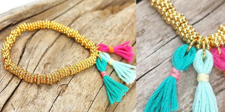 Le bracelet de perles avec pompons