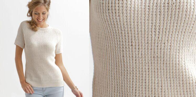 Le pull blanc en côtes perlées