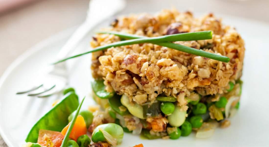 Crumble de légumes printaniers aux noisettes