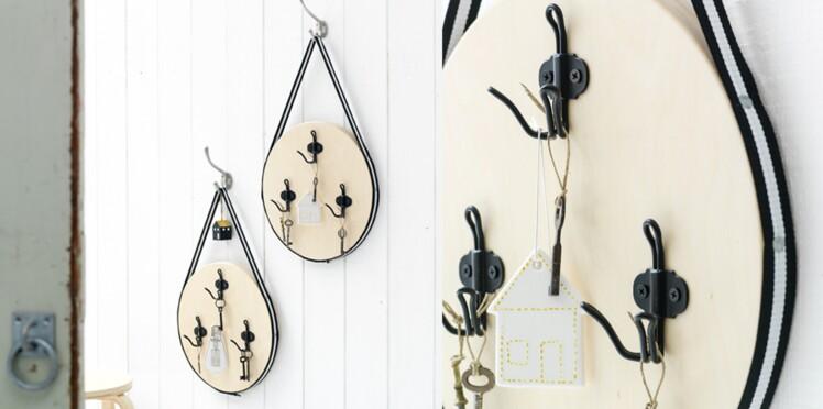 Réaliser un tableau porte-clé avec un tabouret IKEA