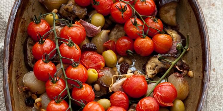 Légumes du soleil rôtis aux pignons et aux raisins secs