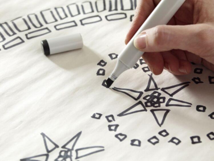 DIY : une table de jardin en mosaïque : Femme Actuelle Le MAG
