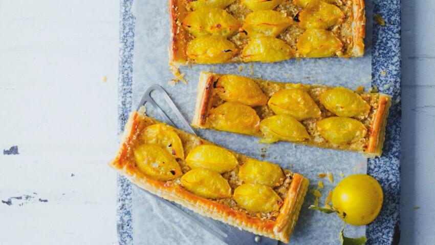 Tarte fine aux prunes jaunes, crème de noisettes et citron