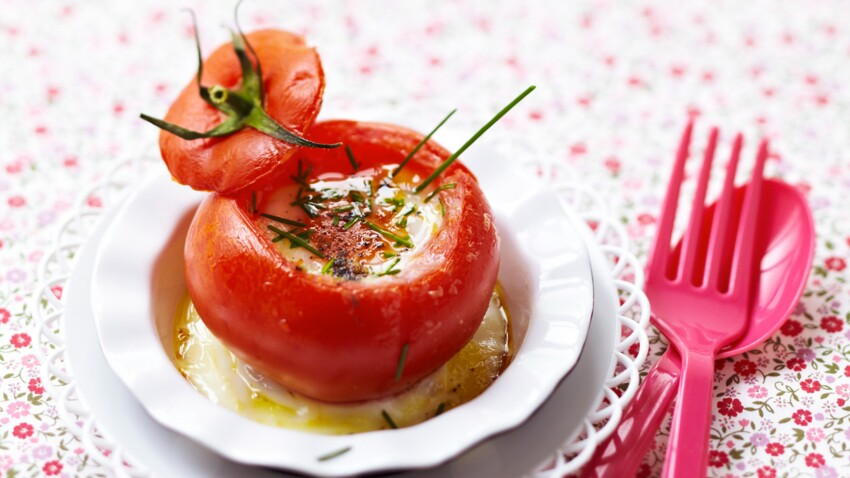 Recette pour enfant : oeuf cocotte en tomate