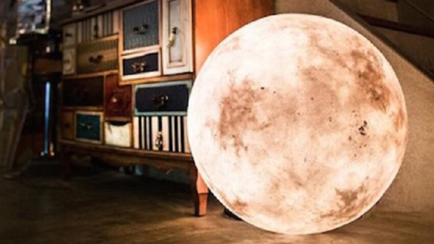 Complètement dans la lune