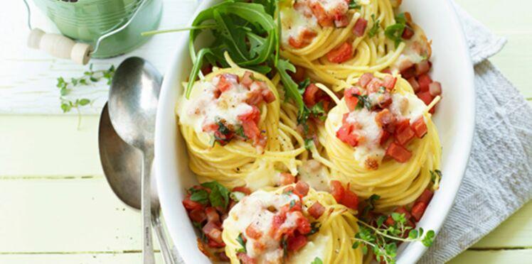 Nids croustillants de spaghetti au bacon et mozzarella