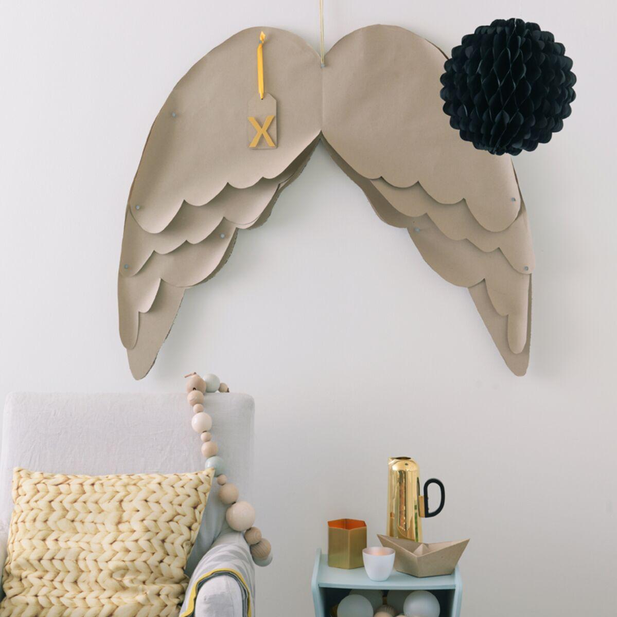 Deco Gris Et Or une déco de noël pastel en papier gris et or : femme
