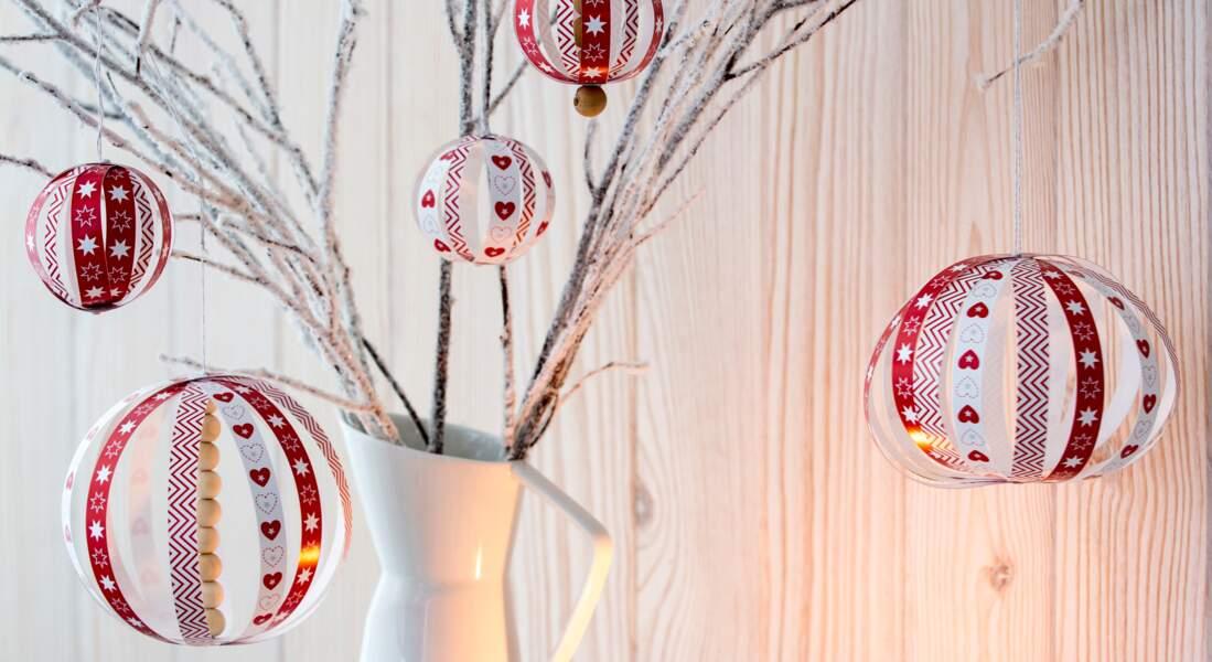 Des boules en papier pour décorer le sapin