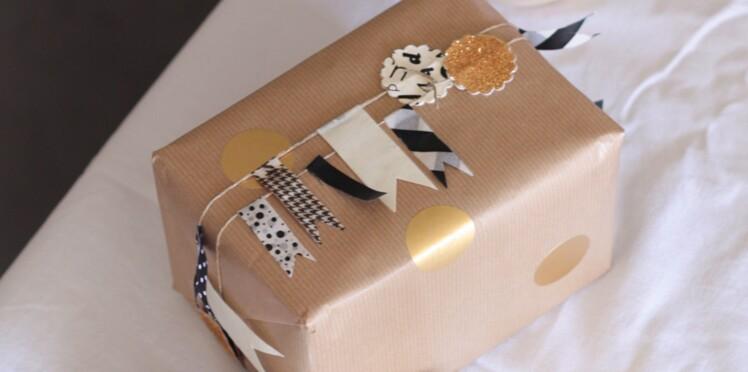 Paquets cadeaux de Noël customisé avec un fanion