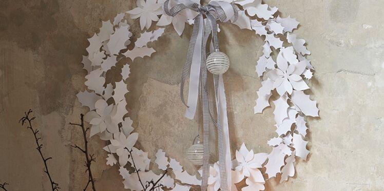 Couronne de l'avent : une couronne de Noël en feuilles blanches