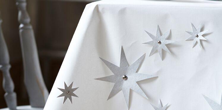 Décoration de table pour Noël : une nappe étoilée