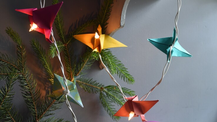 Décorations de Noël : une guirlande lumineuse de grues