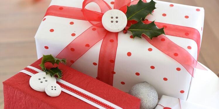 Activité manuelle de Noël : paquets cadeaux rouges et blancs
