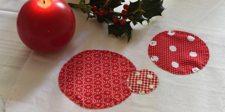 Décorations de Noël : un chemin de table à pois
