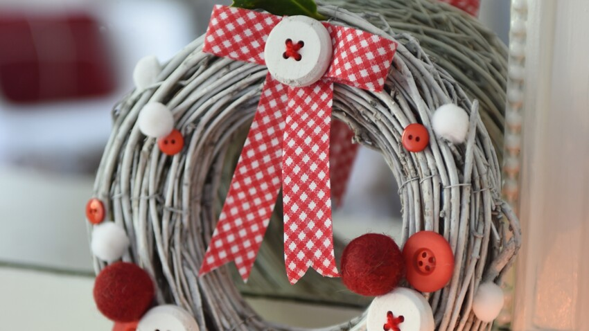 Activités manuelles de Noël : la couronne de l'Avent à boutons