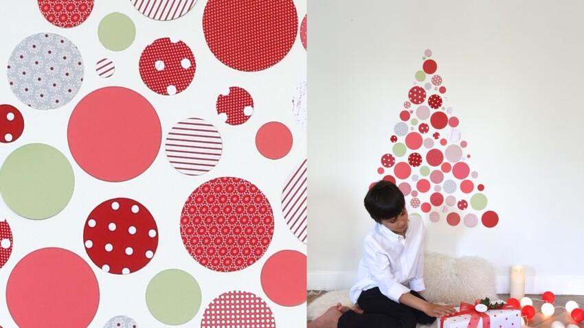 Décorations de Noël : un sapin mural en rouge et blanc