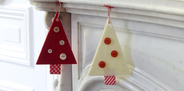 Idée express de Noël : sapins rouges et blancs à suspendre