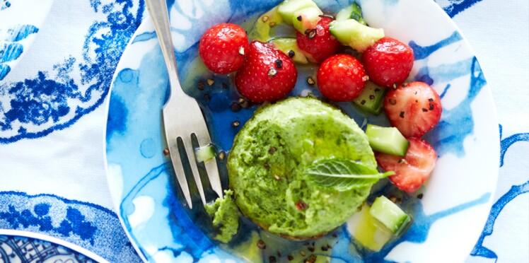 Flans de petits pois, salade fraîcheur fraise-concombre
