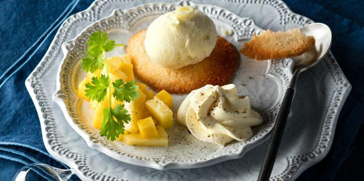Dés ananas-mangue, tuile coco, chantilly poivrée et glace à la citronnelle par Hélène Darroze