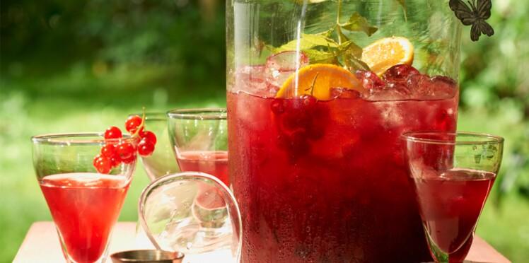 Cocktail sans alcool : thé glacé aux groseilles et verveine
