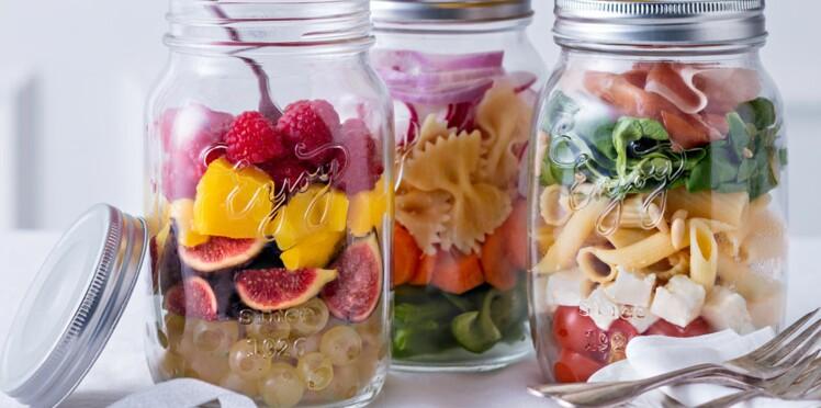 Des bocaux de salades à shaker