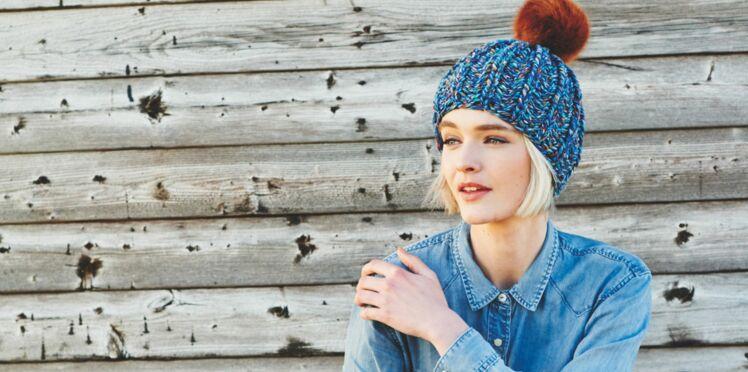 Un bonnet en laine à tricoter