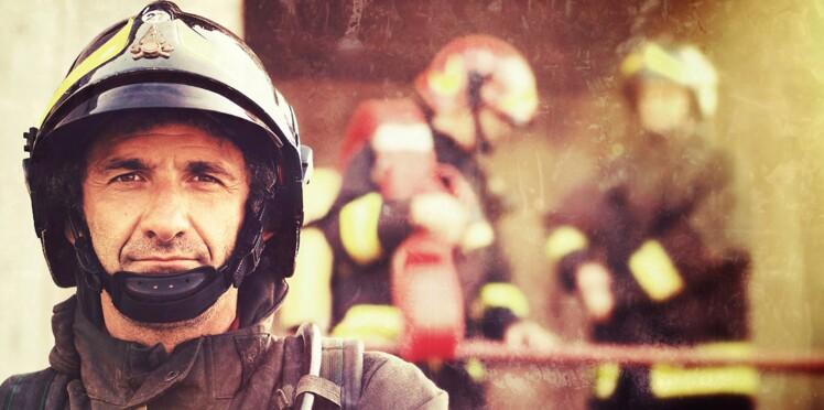 Faire du bouche-à-bouche à un pompier