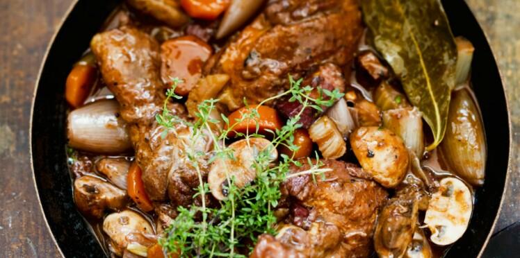Mijotée de poulet au vin rouge