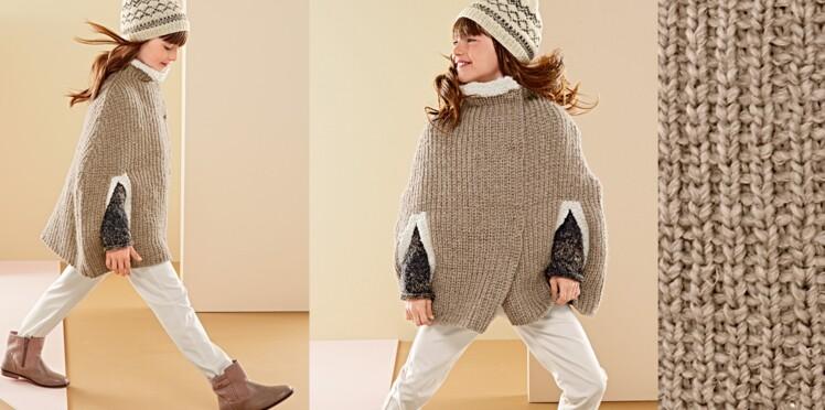 Une cape au tricot pour enfant