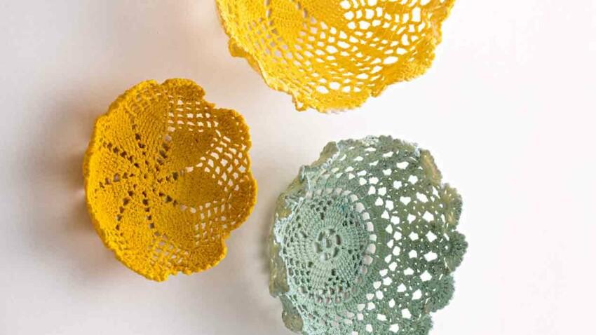 Des paniers en crochets colorés