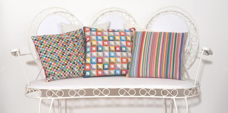 Un coussin coloré pour mon canapé
