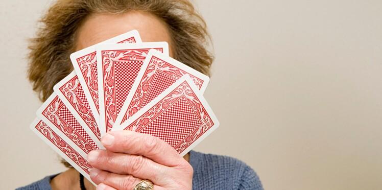 Jouer aux cartes pour mieux récupérer après un AVC