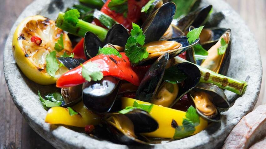 Moules et légumes d'été au barbecue