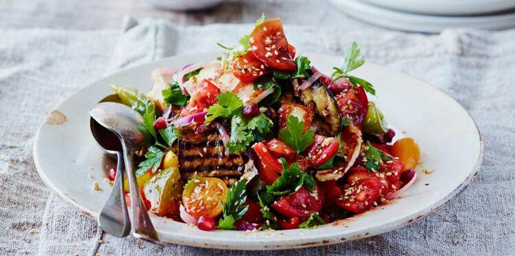 Salade de tomates et poulet aux aubergines grillées