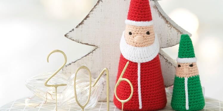 Un petit lutin du père Noël au crochet