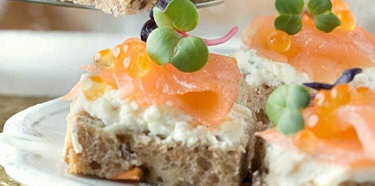 Bouchées terre-mer lardons et oeufs de truite sur pain rustique