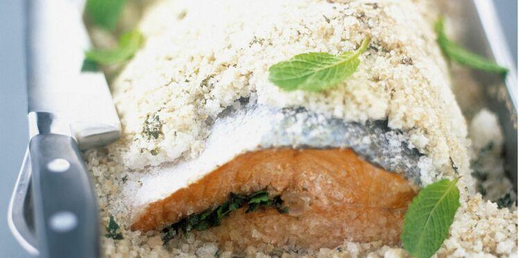 Saumon aux herbes en croûte de sel
