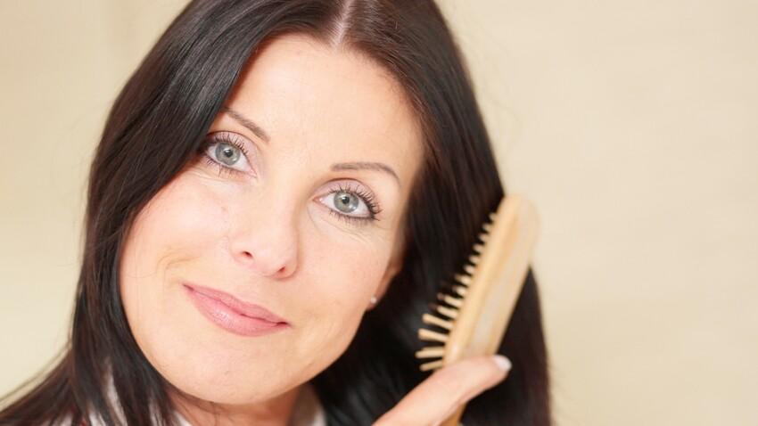 Cheveux : 5 réflexes antichute après 50 ans