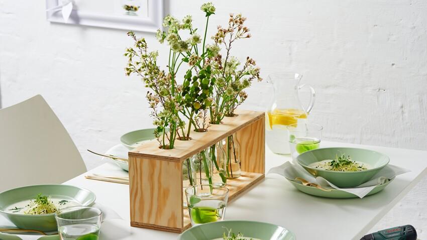 Un vase centre de table en tubes de verre