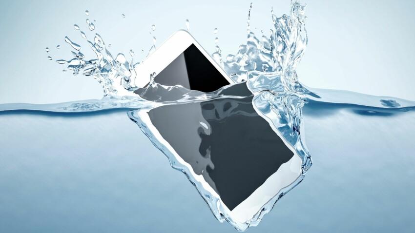 Mon téléphone est tombé dans l'eau... Comment le sauver ?