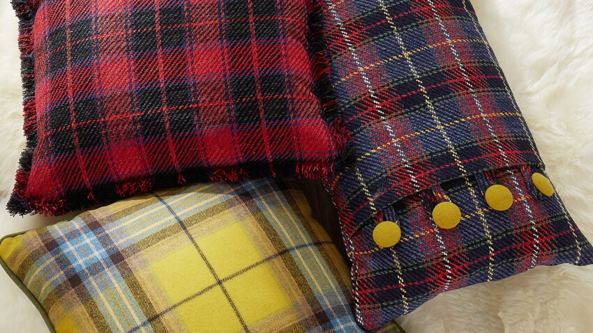 Coudre un coussin écossais avec boutons et rabats