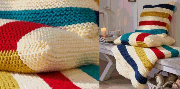 Le plaid et son coussin tricotés