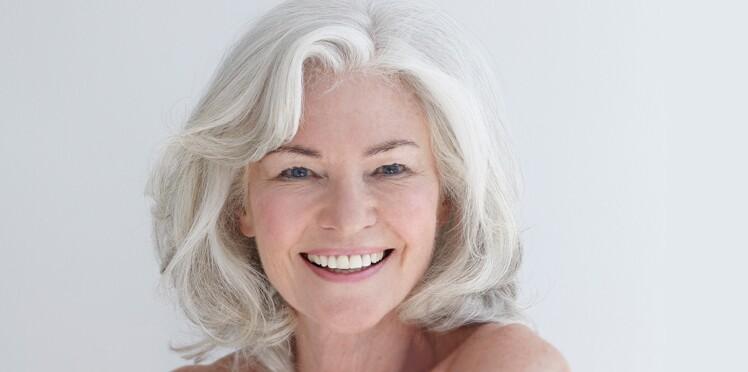 Comment redonner de l'éclat aux cheveux blancs ?