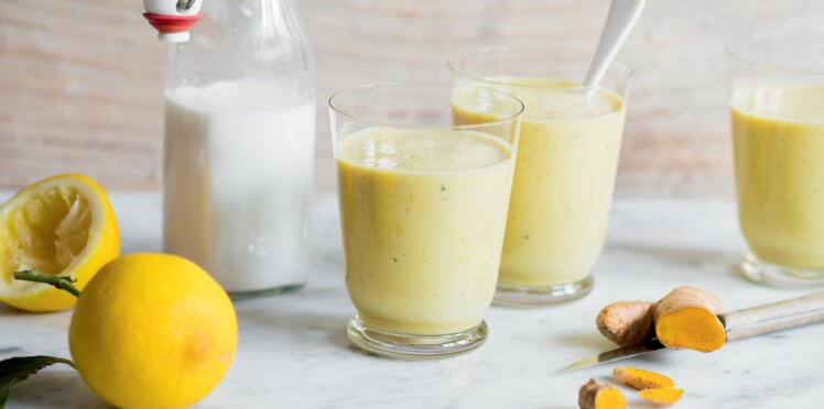 Smoothie banane-orange-citron au curcuma frais