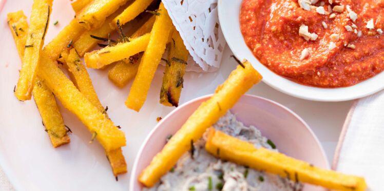Frites de polenta aux herbes, sauce aux poivrons rôtis et dip de sardines