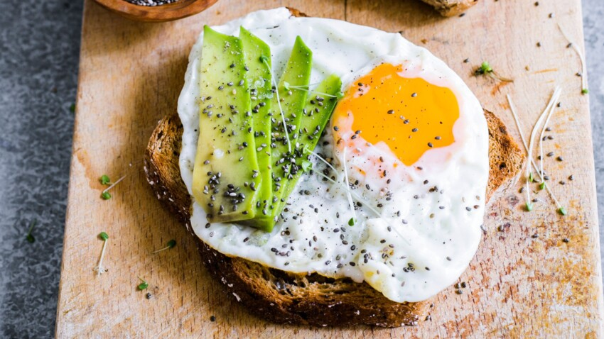 Tartine complète à l'œuf, avocat et graines de chia