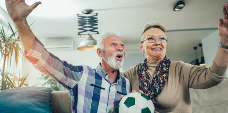 Regarder le football booste le cerveau des seniors !