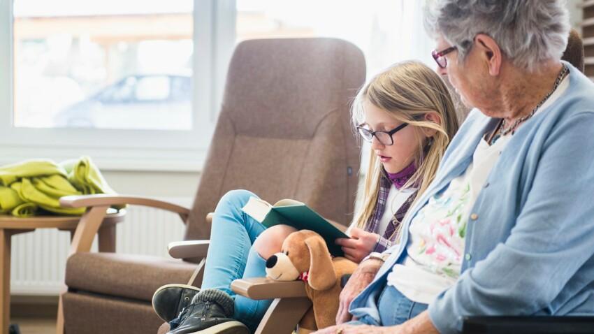Pour ou contre emmener les petits-enfants à la maison de retraite?
